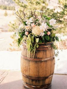 It's hard to explain how an outdoor Colorado wedding can appear so warm and inviting, but just take a look at these gorgeous wedding photos taken by Lisa O'Dwyer and you'll understand what we mean. The bride's gorgeous fur shawl, soft blush and ivory tones, and lavish floral bouquets are the perfect details to make this Colorado wedding […]