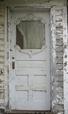 Front Door With Screen, Grey Front Doors, Exterior Front Doors, Front Door Colors, White Doors, Welcome Signs Front Door, Black Door Handles, Shabby Chic Sofa, Main Door Design