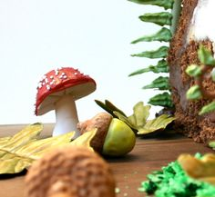 Woodland Cake Decorating Set by andiespecialtysweets. Chocolate filled toadstools, acorns, ferns and edible moss. Autumnal sugary delights make me want to have a go with sugar paste.