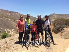 Just a few kms away from Villa de Leyva, a dry an arid landscape, that further away contrasts with the green of Iguaque National Park. Here a pic with our gropu and their family, yes! children an parents can come too!