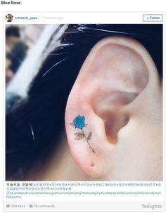 Рианна и Кара Делевинь задали моду на татуирование ушной раковины, и новый тренд набирает обороты с каждым днем!Геометрические узоры, орнаменты, надписи - мы собрали самые крутые идеи!