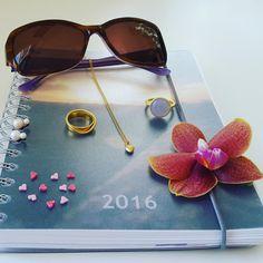 Et billede siger mere end 1000 ord. For mig  beskriver nemlig mine ønsker for sommeren. Jeg ønsker en sommer med masser af kærlighed, blomster, naturoplevelser, fede smykker og ikke mindst en masse sol. #hvisk #hviskstyling #hviskstylist #hviskjewellery #hviskbox #smykker #jewellery #ringen #fingerring #fingerringe #ring #halskæde #halskæder #øreringe #blomster #blomst #orkideer #orkiede #solbriller #sunglasses #sommer #summer