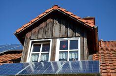 O Brasil registrou o crescimento de 40% no número de microgeradores individuais de energia solar fotovoltaica em 2016, de acordo com a Aneel (Agência Nacional de Energia Elétrica). Já são mais de 2,7 mil microgeradores registrados até a metade deste ano. Para comparação, nos 12 meses de 2015 foram registrados 1,9 mil. Desse total, 48% dos sistemas estão nos estados de São Paulo, Minas Gerais e Rio de Janeiro.Esse tipo de geração de energia realizada pelo próprio consumidor, chamada de…