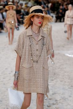 Chanel Spring Summer 2019 fashion show at Paris Fashion Week (October PFW RTW photos. Chanel Spring Summer 2019 Fashion Show at Paris Fashion Week October PFW RTW Photos. Spring Fashion Trends, Fashion Week, Paris Fashion, Runway Fashion, Girl Fashion, Fashion Dresses, Womens Fashion, Fashion Design, Fashion 2018
