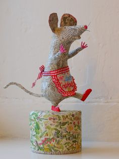 HenHouse: papier mache sculpture by illustrator Vanessa Cabban. Paper Mache Projects, Paper Mache Clay, Paper Mache Sculpture, Paper Mache Crafts, Craft Projects, Paper Sculptures, Paper Mache Animals, Papier Diy, Paperclay