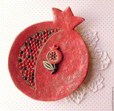 Pomegranate Art, Ceramic Pottery, Ceramic Art, Home Crafts, Diy And Crafts, Polymer Clay Owl, Vide Poche, Ceramic Jewelry, Mugs