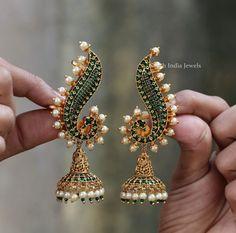Jewelry Design Earrings, Gold Earrings Designs, Designer Earrings, Necklace Designs, Gold Jewelry Simple, Stylish Jewelry, Indian Jewellery Design, Jewellery Designs, Geometry Formulas
