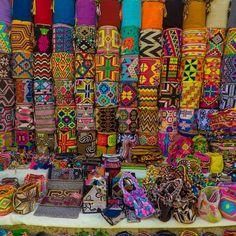 17 отметок «Нравится», 1 комментариев — @pachamamahostelcartagena в Instagram: «Los colores vibrantes del Caribe se dejan ver en nuestras bellas artesanías que puedes encontrar en…»