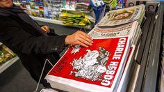 Un numéro de Charlie Hebdo dans un kiosque à journaux le 25 février 2015 à Lille (image d'illustration).