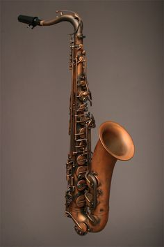 Oh that acid rain finish is so Steampunk! Saxophone Instrument, Brass Instrument, Tenor Sax, Old Musical Instruments, Hammond Organ, Color Cobre, Lady Madonna, Music X, Beatles Songs