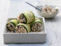 Als Vorspeise oder Fingerfood: Die cholesterinarmen Thunfisch-Zucchini-Röllchen sind ein herzgesunder Happen mit wenig Kalorien.