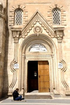 Silvan Ulu Cami | Diyarbakır Valiliği Kültür Turizm Proje Birimi Islamic Architecture, Art And Architecture, Architecture Details, Antique Doors, Old Doors, Bulgaria, Ankara, Visit Turkey, Country Scenes