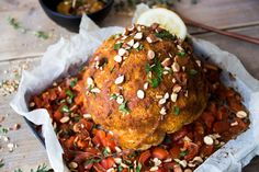 This recipe may look like a chicken from the oven, but it& not! this is a roasted cauliflower, with an amazing sauce. Pasta, Roasted Cauliflower, Salmon Burgers, Chicken, Ethnic Recipes, Food, Drinks, Amazing, Drinking