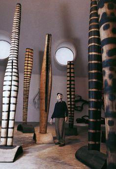 Things Lulu Likes — asternz: Frans Krajcberg, imenso. Stone Sculpture, Modern Sculpture, Abstract Sculpture, Wooden Art, Environmental Art, Art Store, Installation Art, Oeuvre D'art, Ceramic Art