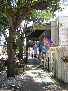 Mount Dora, Florida - wonderful, little quaint town on hillside overlooking Lake Dora with restaurants and shops! We spent fourth of July here two years ago. Florida Girl, Visit Florida, Old Florida, Florida Travel, Central Florida, Florida Sunshine, Sunshine State, Mount Dora Florida, Places To Travel