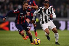 Crotone's midfielder Andrea Barberis from Italy (L) fights for the ball with Juventus' midfielder Douglas Costa from Brazil during the Italian Serie A football match Juventus Vs Crotone on November 26, 2017 at the 'Allianz Stadium' in Turin. / AFP PHOTO / MARCO BERTORELLO
