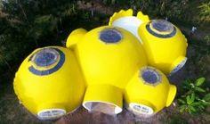 Leuchtend gelbes Dome Home als Wahrzeichen für Hoffnung