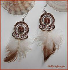 Bozsó  Szerelmem találkozása - sujtás fülbevaló gyöngybogyóval Dream Catcher, Elsa, Drop Earrings, Jewelry, Fashion, Ear Rings, Necklaces, Beading, Jewels