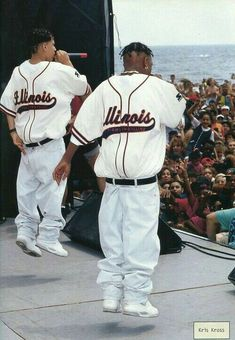 Hip hop fashion, also known as big fashion, is a distinctive kind of outfit. Hip hop fashion, also known as big fashion, is a distinctive kind of outfit. Hip Hop Mode, Hip Hop And R&b, 90s Hip Hop, Hip Hop Rap, Hip Hop Outfits, Hipster Outfits, Mode Masculine, Hip Hop Fashion, Big Fashion