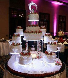 Romantic design wedding cakes with fountains- i like the table (Wedding Cake Designs) Amazing Wedding Cakes, Elegant Wedding Cakes, Wedding Cake Designs, Bolo Artificial, Fountain Wedding Cakes, Bolo Fack, Cake Structure, Quinceanera Cakes, Quinceanera Centerpieces