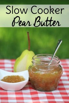 Slow Cooker Pear Butter: An Easy Pear Recipe - Make pear butter the easy way with this Crock Pot pear butter recipe. Pear butter makes a delicious - Jam Recipes, Canning Recipes, Fruit Recipes, Crockpot Recipes, Pear Jelly Recipes, Cooker Recipes, Recipes For Pears, Recipe Using Pears, Canning Labels