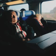 An asleep couple in the first TGV train to Paris from Geneva on Tuesday morning 29 March, 2016. I'm back to the French capital after 3 days in the mountains working for a ski event hold by @like_that_events and @rossignol in Arêches-Beaufort and celebrating easter yesterday with my family in Annecy. #train #tgv #asleep #lyria #morning #transport #sncf #tired 29 March, Tuesday Morning, Im Back, Geneva, Maya, Tired, Skiing, Easter, Events