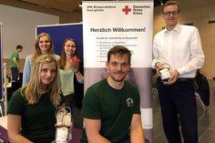 Blutspenden können Leben retten. Das haben die Studierenden Kristina Gibert und Robert König (sitzend) sowie Lisa Dannegger, Christin Stormer und Dennis Cornelius (stehend, v.l.n.r.) erkannt. Darum waren sie am 30.06.16 dabei, beim Blutspende-Termin des Deutschen Roten Kreuzes im Mehrzweckgebäude auf dem Campus der FH Kiel.