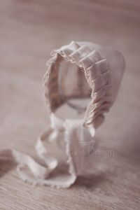 beautiful simple bonnet.