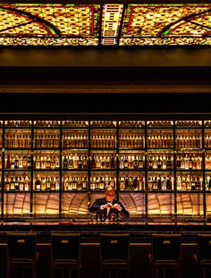 One of the newest bars in Las Vegas, The NoMad Bar at the NoMad Hotel serves breakfast, lunch, dinner, and late night; perfect for a cocktail and a snack or a more substantial meal for your Las Vegas trip. Pub Design, Design Bar Restaurant, Luxury Hotel Design, Luxury Bar, Bar Interior Design, Lounge Design, Bar Lounge, Interior Modern, Design Kitchen