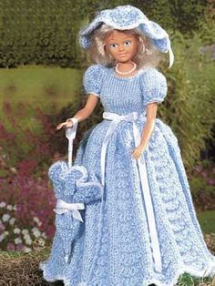 Belle of the ball Barbie doll outfit - free knitting pattern Crochet Doll Dress, Crochet Barbie Clothes, Knitted Dolls, Crochet Dresses, Barbie Knitting Patterns, Barbie Clothes Patterns, Jumper Patterns, Doll Patterns, Barbie Gowns