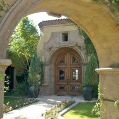 European Entryway Surround and Gate Entry Surround in Tobacco Cantera Stone