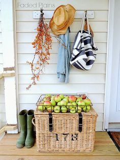 Oh The Farmhouse has brought us some apples. Wonderful. Now we can make some apple pies or tarts for everyone.............