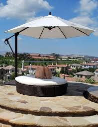 Galtech offset umbrella - Cantilever umbrella that is easy to open and easy to move. Outdoor Umbrella Stand, Offset Umbrella, Outdoor Dining, Outdoor Decor, Cantilever Umbrella, Fire Pit Designs, Square Dining Tables, Patio Umbrellas, Roof Deck