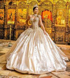 Extravagant Wedding Dresses, Beautiful Wedding Gowns, Elegant Wedding Dress, Beautiful Bride, Beautiful Dresses, Nice Dresses, Ball Gowns Fantasy, Princess Ball Gowns, Dream Dress