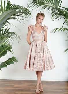 This beautiful dress from Matilde Cano would be a statement choice for a family wedding or award winning choice for Ladies Day. Rental Wedding Dresses, Designer Wedding Dresses, Dresses In Dubai, Church Dresses, Lovely Dresses, Ladies Day, Flare Dress, Dress Patterns, Evening Dresses