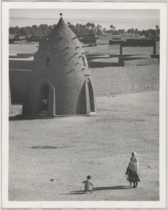 George Rodger: Algeria in 1957 & Tunis in from the North African Stories: Then and Now exhibition. Work In Africa, Fotojournalismus, His Travel, Travelogue, Bergen, World War Two, Wildlife, British, African