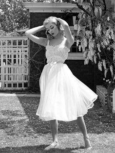69e117c5291 black and white photos of women by Nina Leen - Havas Marion - - des photos  noir et blanc de femmes des années par Nina Leen Photographer Nina Leen was  one ...