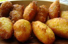 ABRAZO:Bolinho da culinária afro-brasileira, feito de farinha de milho ou de mandioca, apimentado, frito em azeite-de-dendê.
