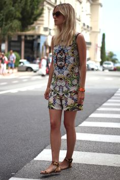 Streetstyle: Printed shorts and top