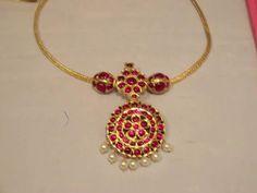 Jewelry Design Earrings, Gold Earrings Designs, Gold Jewellery Design, Necklace Designs, Gold Jewelry Simple, Trendy Jewelry, Gold Mangalsutra Designs, Girls Jewelry, Diamond Choker