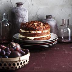 Löysästä pullataikinasta valmistettu bienenstich-kakku on laskiaisen wau-leivonnainen.