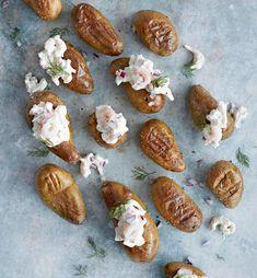 Lyttyperunat ja skagenröra | Juhli ja nauti | Soppa365 Skagen, Baked Potato, Food And Drink, Cooking Recipes, Potatoes, Baking, Ethnic Recipes, Desserts, Kala