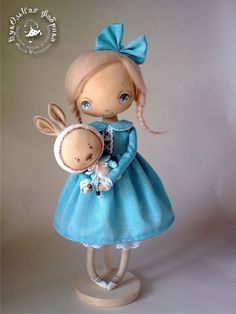 The sort of doll I wished I'd had...wouldn't have buried HER in the garden like I did 'Sindy'!... :)