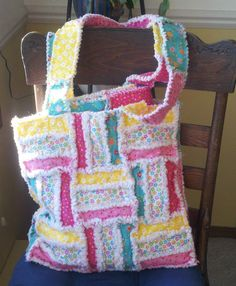 Rag quilt bag by sondra Rag Quilt Purse, Quilt Bag, Rag Quilt Patterns, Purse Patterns, Chenille Quilt, Chenille Crafts, Quilted Tote Bags, Quilted Handbags, Quilting Projects