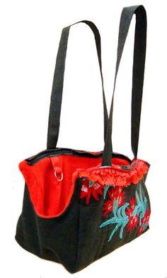 Bolso transportador artesanal para perros / hand-crafted dogs carry , via Etsy.