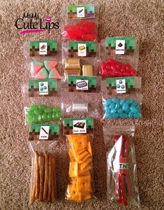 Everything you need to know to figure out how to throw a Minecraft party! Cakes, cookies, cupcakes, treat and food table ideas, and more! Minecraft Diy, Minecraft Party Favors, Minecraft Party Decorations, Minecraft Birthday Ideas, Minecraft Houses, Minecraft Bedroom, Minecraft Furniture, Minecraft Skins, Minecraft Cupcakes