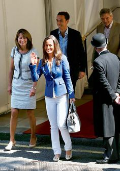 Carole Middleton (L), Pippa Middleton (2nd L), James Middleton (2nd R) and Michael Middleton leave the Goring Hotel in London in 2011 following the Royal Wedding