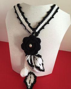 #uncinetto #white #crocheting #instacrochet #crochetlove #crochet #ilovecrochet #crochetaddict #crocheted #art #modern #spring #work #crochetersofinstagram #craftastherapy  #crochetastherapy #crochetcushion  #crochetproject_daily #crochetblanket #crocheteveryday #moda #accessori #black #collane #lana #fashion #fiori #jewel #neck #necklace by art.ofcreativity