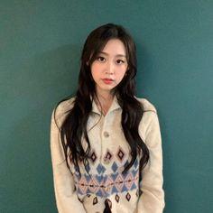 #Lovelyz #Jisoo #Jiddu #SeoJisoo #SeoJiddu #photo #picture #러블리즈 #지수 #지뚜 #서지수 #서지뚜 #포터 #사진 South Korean Girls, Korean Girl Groups, Multimedia, Seo Jisoo, Woollim Entertainment, First Girl, Twitter, Tie Dye, Actresses