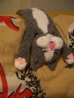 Laid-back cat, found on : http://crochetparfait.blogspot.nl/2013/08/laid-back-cat-amigurumi.html